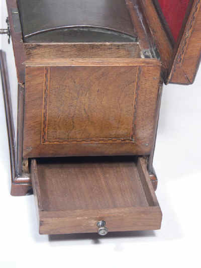 18th Century walnut Tea Chest Fitted with a Secret Compartment, Circa 1780. tcchsd01.jpg (98595 bytes)
