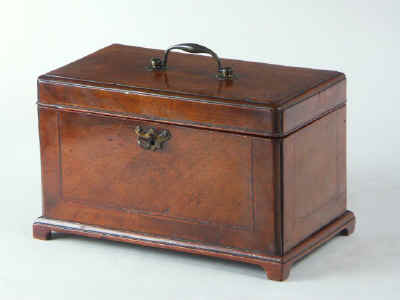 18th Century walnut Tea Chest Fitted with a Secret Compartment, Circa 1780. tcchsd02.jpg (48665 bytes)