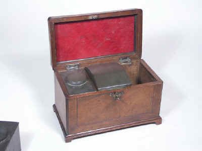 18th Century walnut Tea Chest Fitted with a Secret Compartment, Circa 1780. tcchsd05.jpg (44891 bytes)