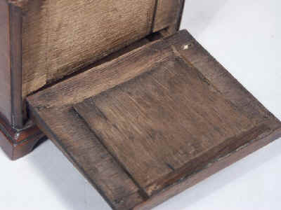 18th Century walnut Tea Chest Fitted with a Secret Compartment, Circa 1780. tcchsd10.jpg (70343 bytes)